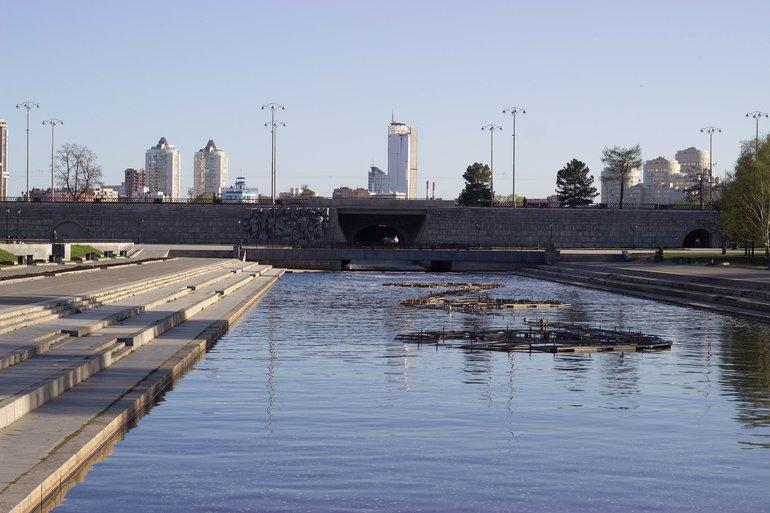 плотина городского пруда
